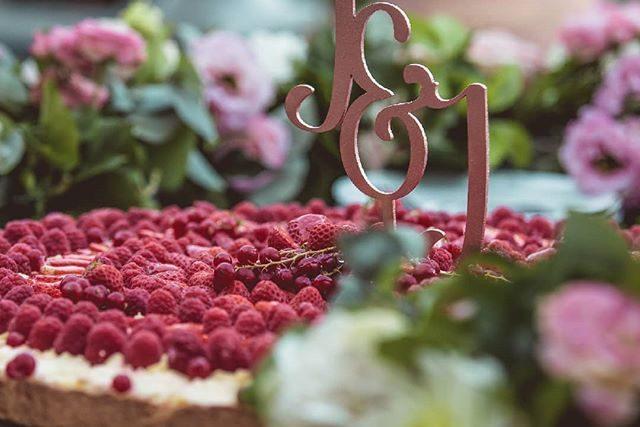 Italian fruit wedding cake